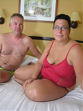 Chunky housewife fucking and sucking in bed