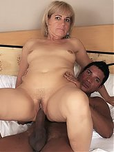 Mature housewife Chamara hooks up with her lover and goes for a session of intense fucking live