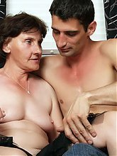 Elderly hottie Stephanie enjoys hot sex on the couch before she gets facialized on webcam